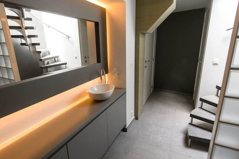 Meuble pour vasque à poser et miroir sur mesure en MDF laqué gris