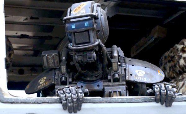 Por fin podemos ver el primer avance de 'Chappie', la misteriosa película de Neill Blomkamp, sobre el primer robot capaz de aprender y sentir emociones. Protagonizan Hugh Jackman y Dev Patel. PRIMER TRÁILER INTERNACIONAL DE 'CHAPPIE'  Por fin podemos ver el primer avance de 'Chappie', la misteriosa película de Neill Blomkamp, sobre el primer robot capaz de aprender y sentir emociones. Protagonizan Hugh Jackman y Dev Patel.  Fotogramas.es05-11-2014  'Chappie' se centra en la evolución de un…