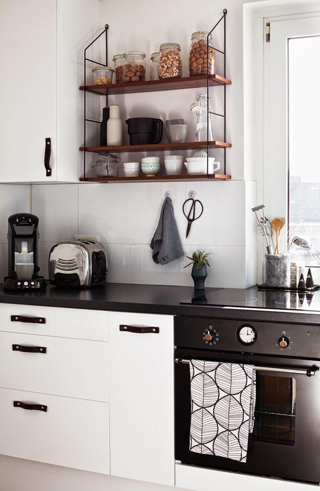 Weiße Küche Fliesen Ikea Schränke Arbeitsplatte Schwarz String Regal  Vintage Holz Deko DIY Ledergriffe Modern Skandinavisch Schlicht Monochrom  Reduziert ...