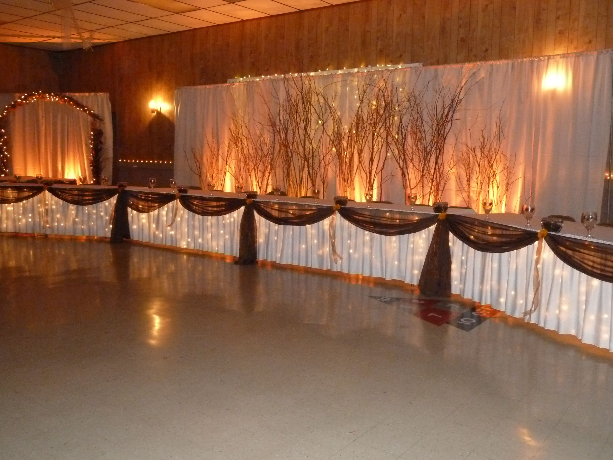 RusticFall Head Table Backdrop With Room For A Big Wedding Party