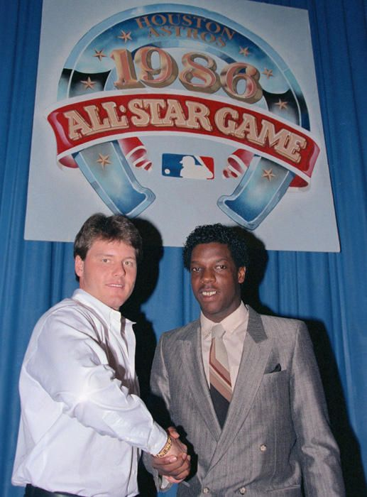 Roger Clemens and Dwight Gooden skake hands before the 1986 All-Star Game