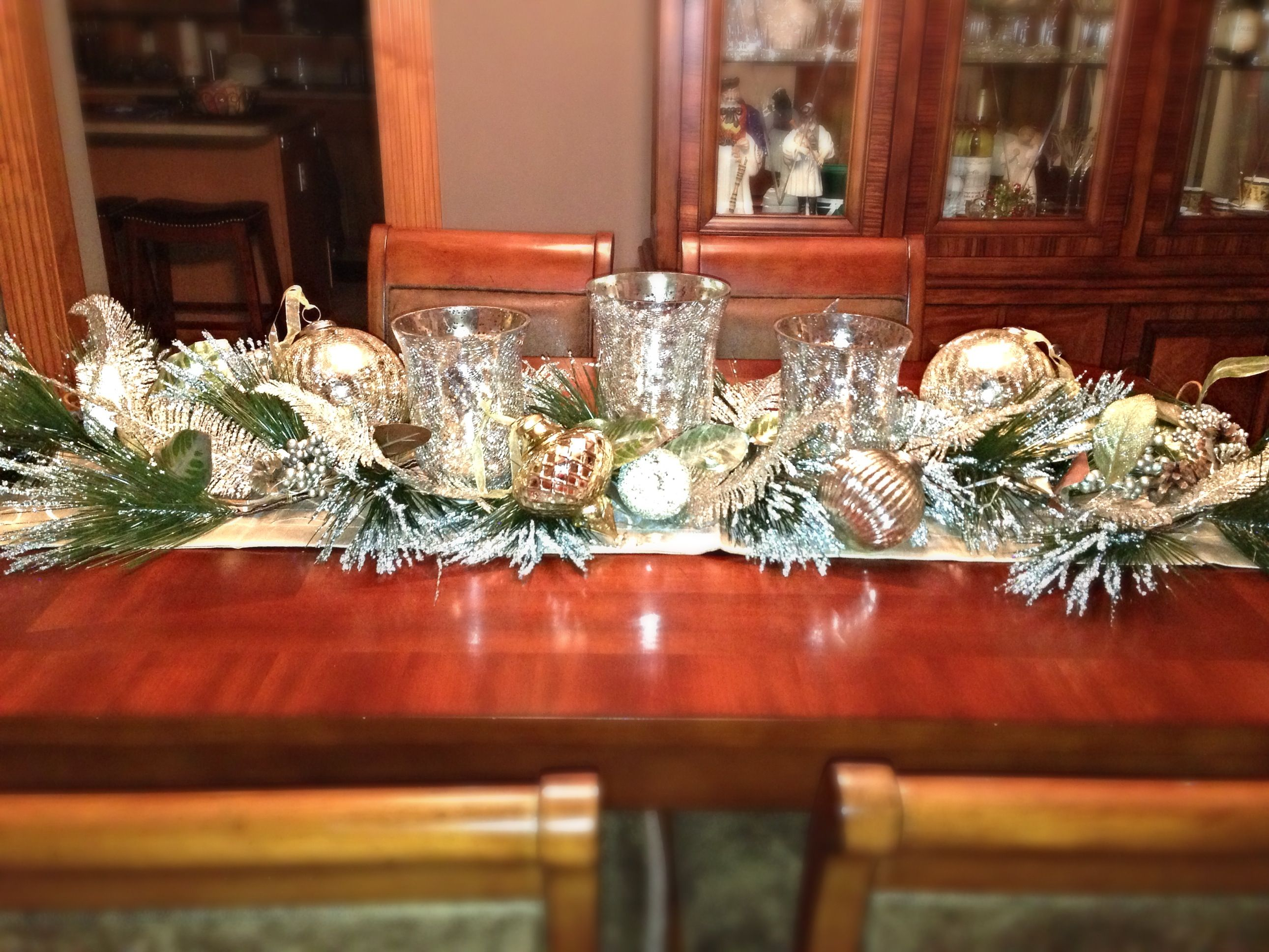 Elegant Champagne Colored Christmas Table Decor Christmas Table Decorations Diy Holiday Decor Christmas Table