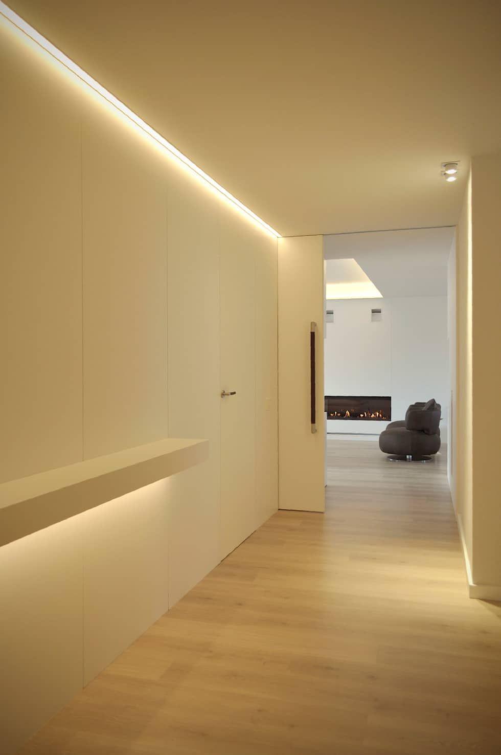 Pasillos, vestíbulos y escaleras de estilo por Rardo - Architects