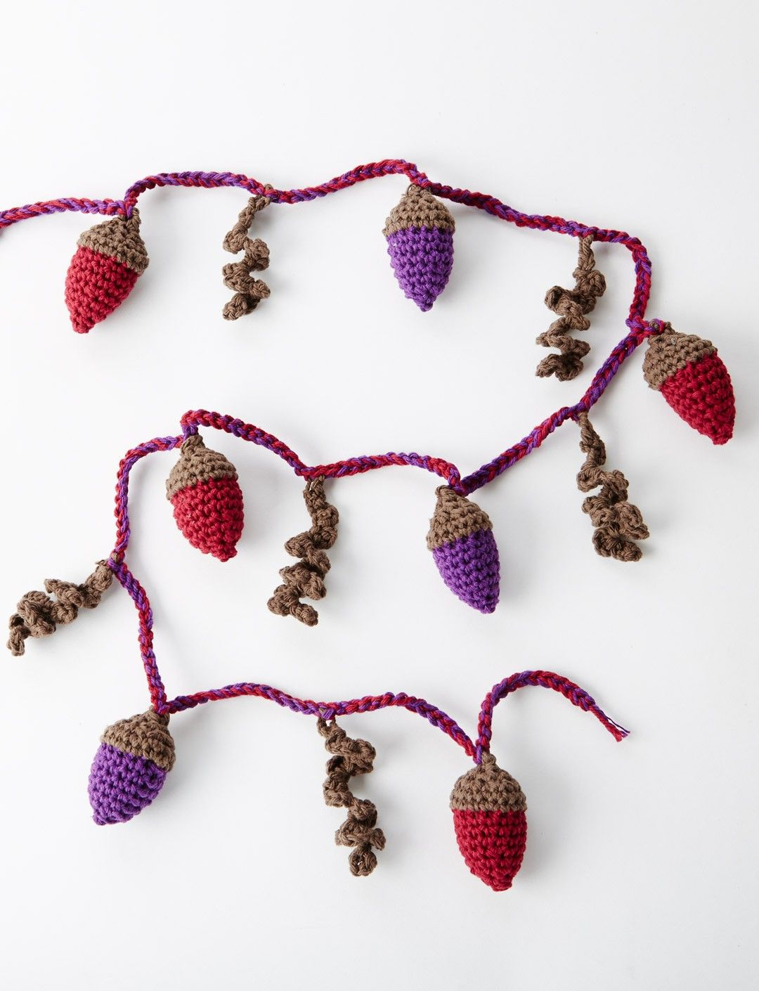 Autumn Acorns Garland Herst Eichel Girlande Free Crochet Pattern