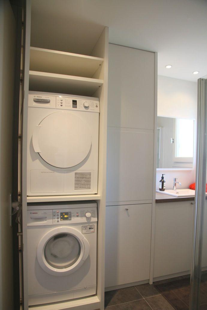 Buanderie de salle de bain sur-mesure ouverte, médium laqué blanc