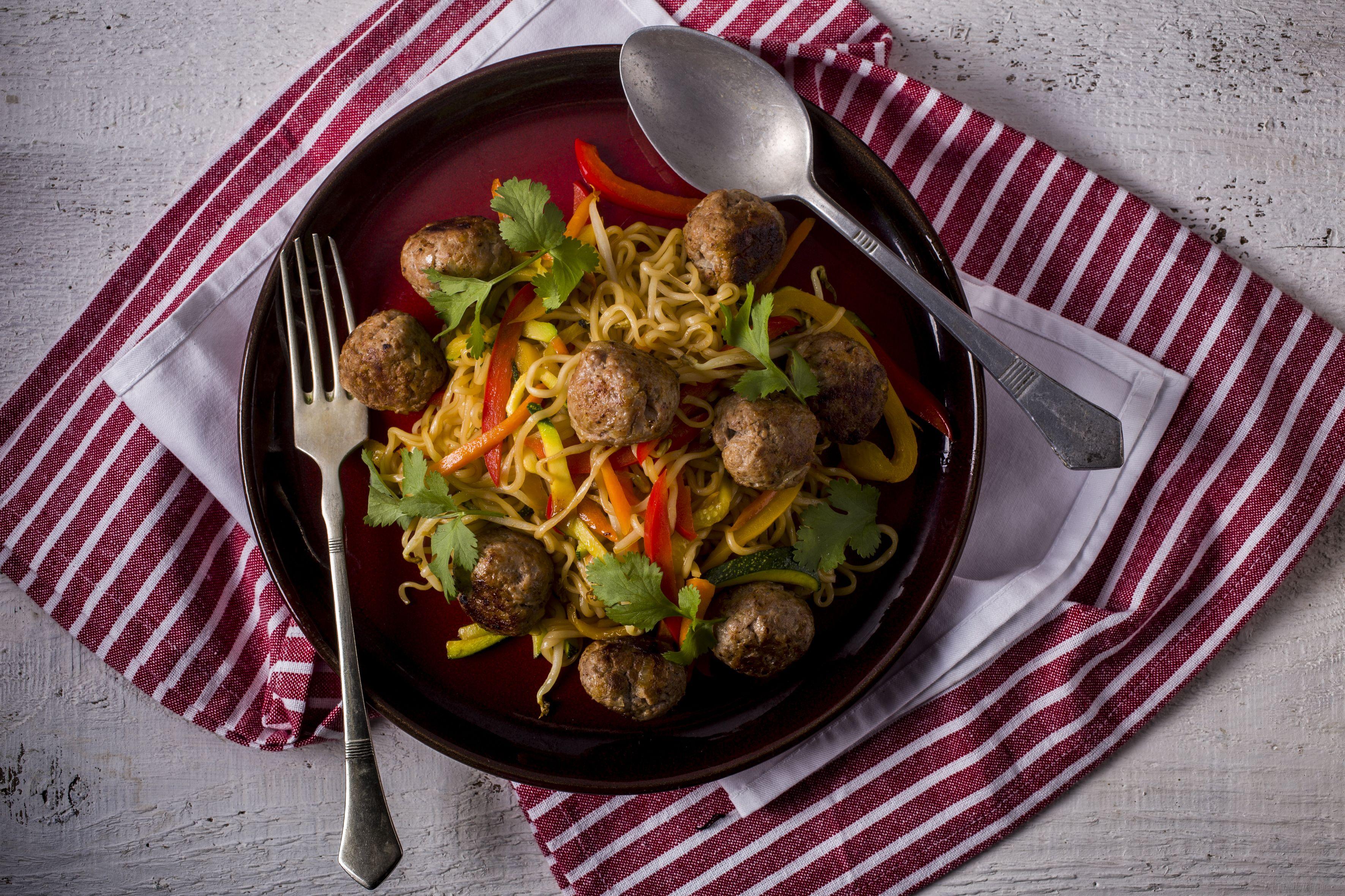 Ázsiai kacsagombócok - pirított tésztával - KitchenBox..