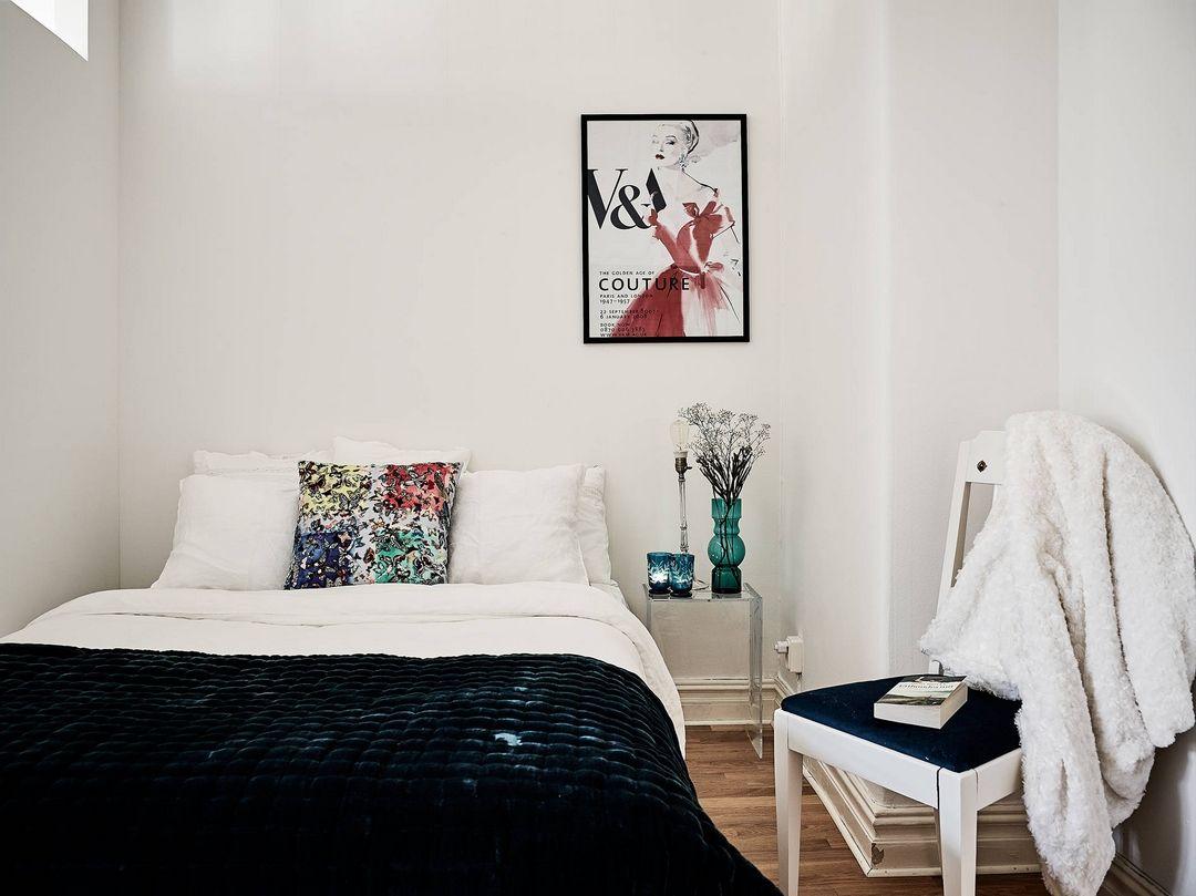 jolie association de couleurs bleu nuit turquoise. Black Bedroom Furniture Sets. Home Design Ideas