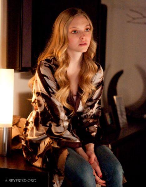 Amanda seyfried chloe fashion