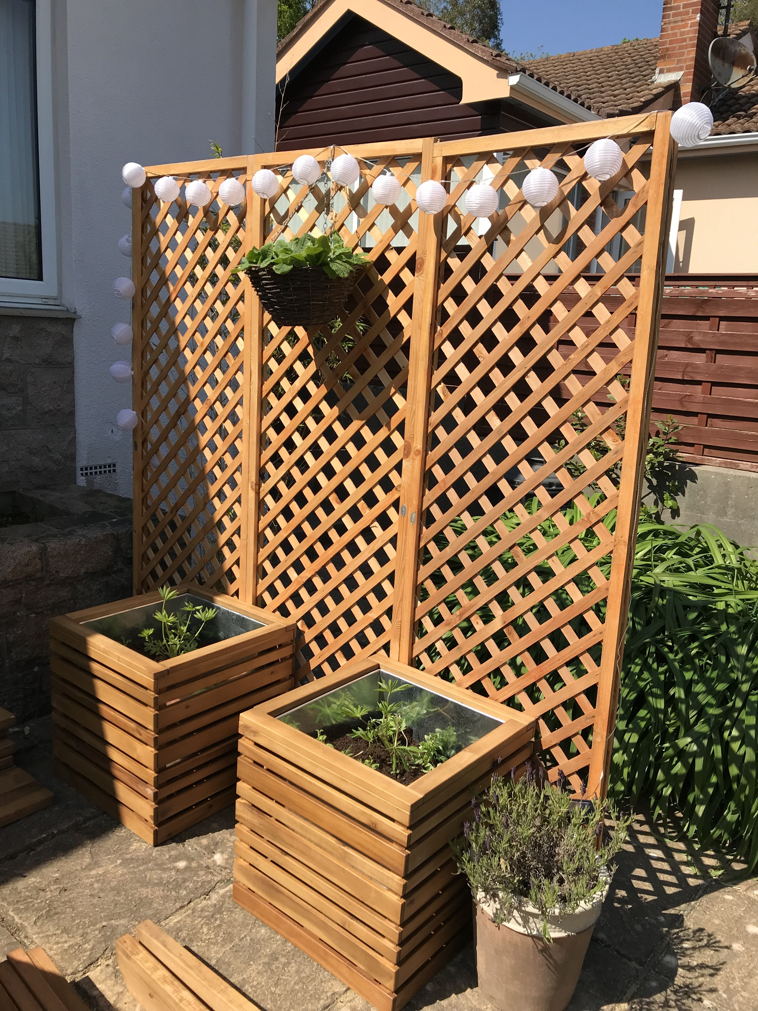 Privacy screen made with trellis and wooden planters 399 for Trellis planter garden screen