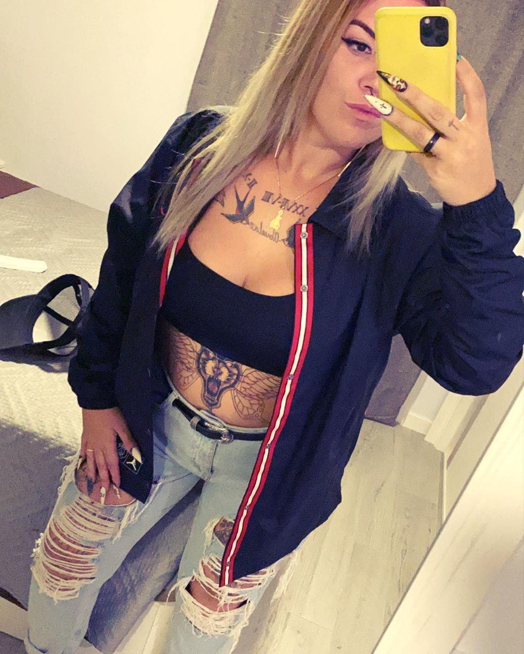 6. Existe la triple cara, y sí, tuve dudas de eso. . . . #tattoo #tatuajes #tattoos #tattoed #tattoedgirl #rubia #ink #inktattoo #summer #summervibes #summer2020 #verano2020 #reflexiones #followforfollowback #followme #summerend #septiembre #september #septum #septumpiercing