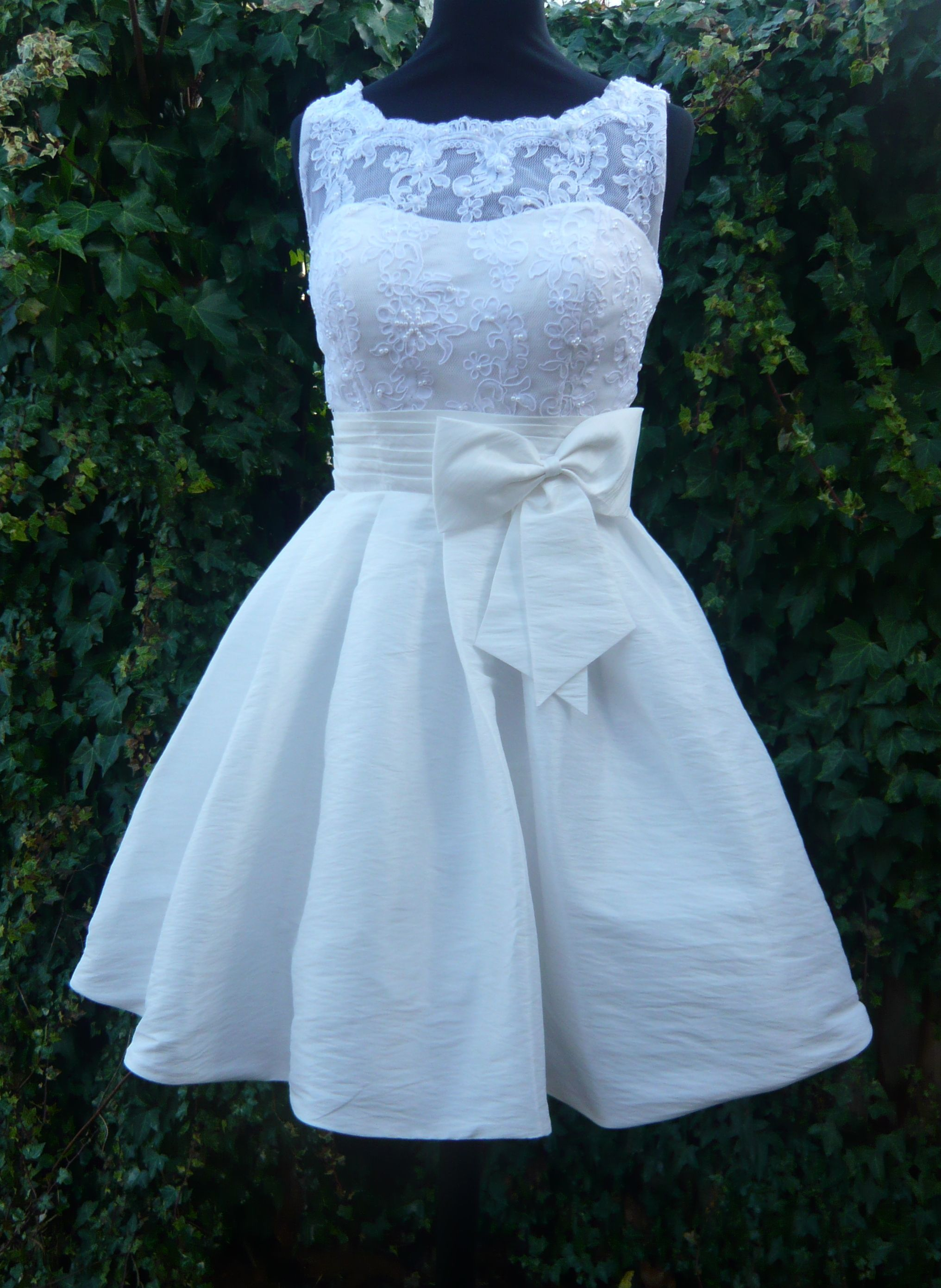 Adorable rehearsal dinner dress, make it an inch longer and it\'s ...