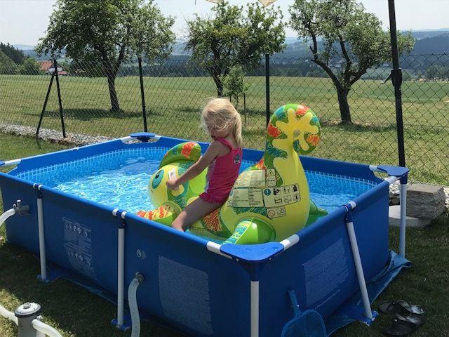 Intex Metal Frame Pool für den Garten – Badespaß für die ganze Familie