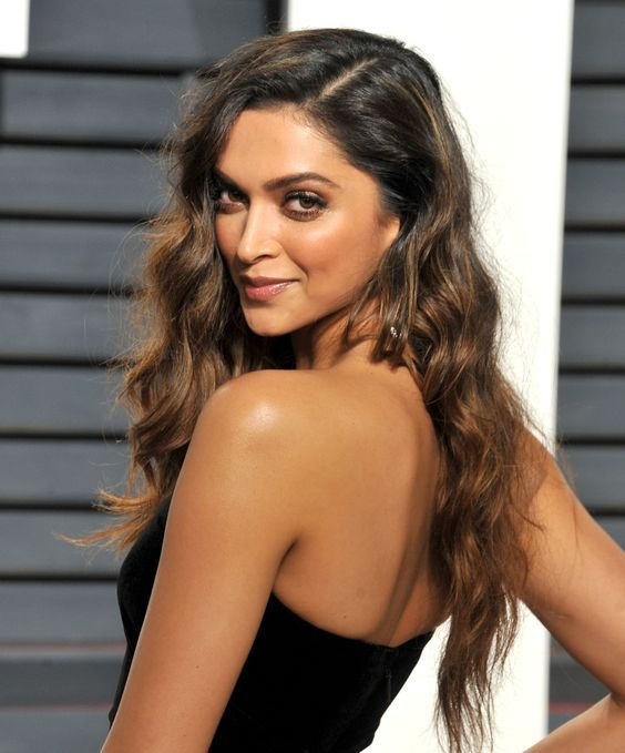 Deepika Padukone hd image in 2020 | Bollywood hairstyles ...