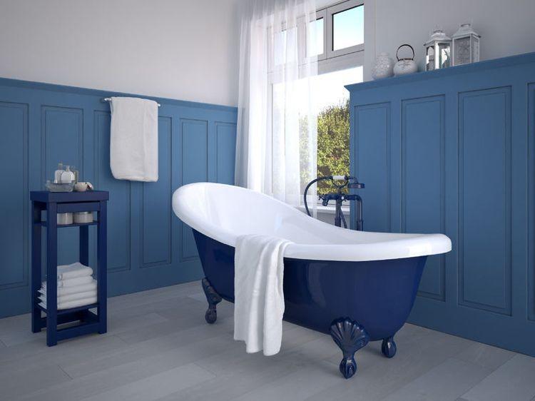 Shabby Chic Badezimmer mit freistehender Badewanne on Blau - shabby chic badezimmer