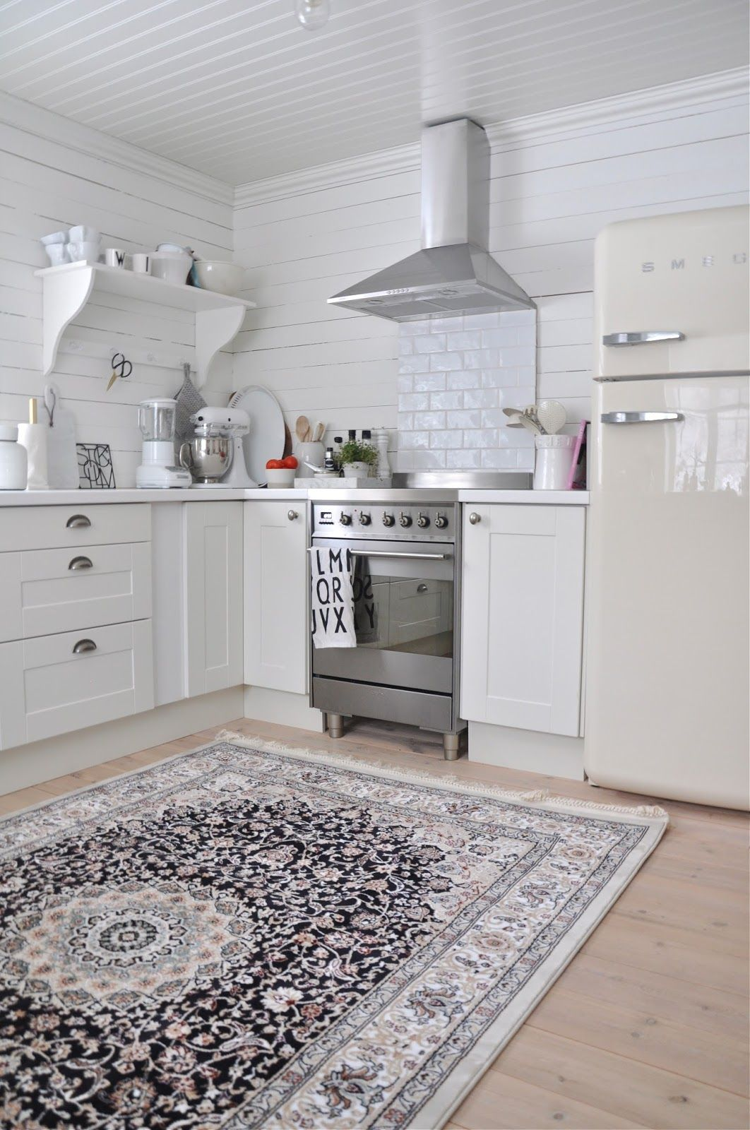 antique rug + ivory smeg fridge | cucina | Cucine