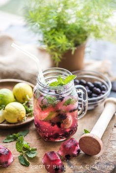 Blueberry Mojito (Video Recipe) - The Novice Housewife