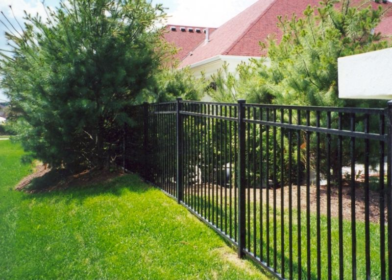 S9 Storrs SPECRAIL Aluminum Fence installed by Eads Fence Company