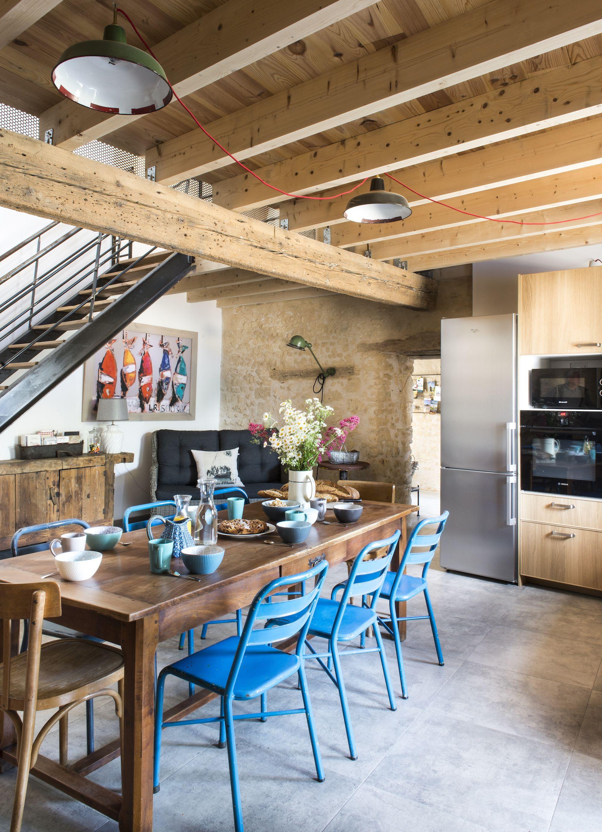 Un Interieur Meuble Avec Des Objets De Recup Table Bois Brut Cuisine Bois Table Cuisine
