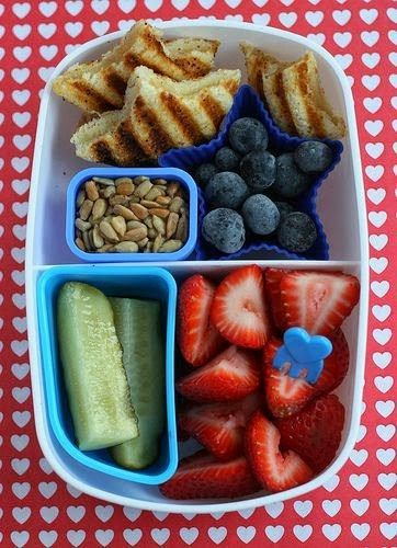 18 Nutritious Bento Box Ideas for Your Kid's School Lunch - Time To Lunch #bentoboxlunch