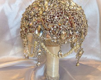 Color Desire | CHAMPAIGN & BEIGE | Rosamaria G Frangini || Champaign Ivory brooch bouquet.