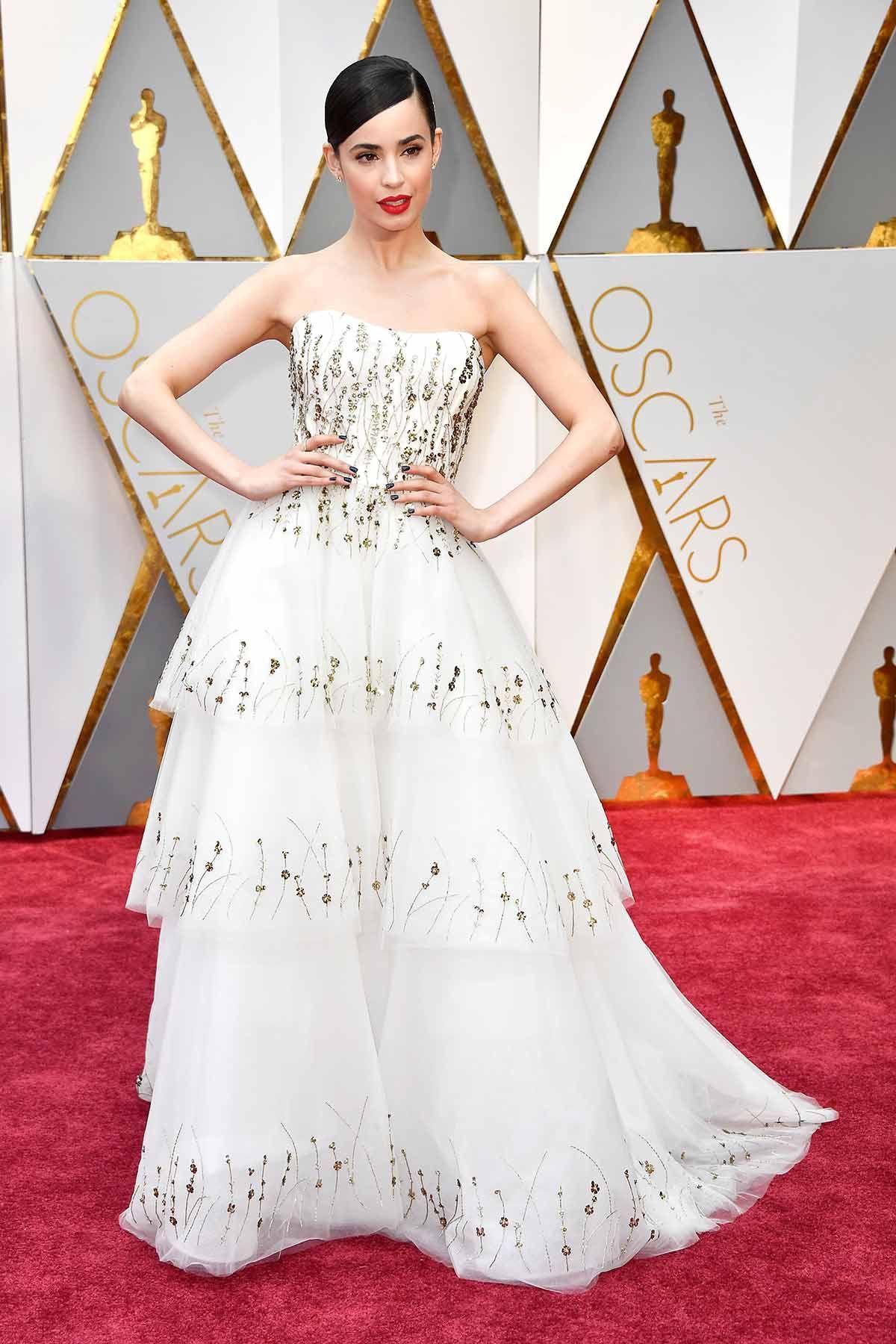 5083b18eb Sofía Carson - Oscars 2017   Sofia Carson   Alfombra roja, Premios ...