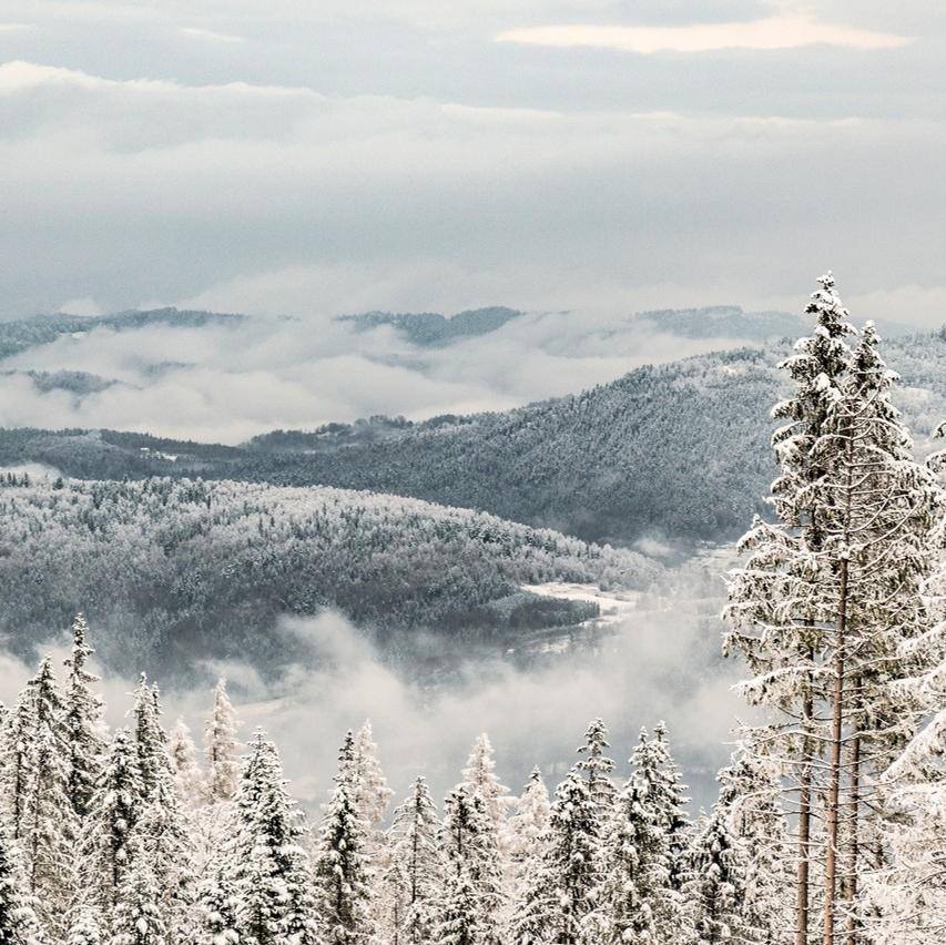 Nie Wiem Jak U Was U Mnie Juz Prawie Nie Ma Sniegu Wiec Zeby Podkrecic Zimowa Atmosfere Pstryk Ze Szlaku Na Hale Miziowa Natural Landmarks Photo Landmarks