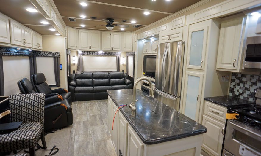 Luxe Elite Luxury Fifth Wheel Livingroom Luxury Fifth