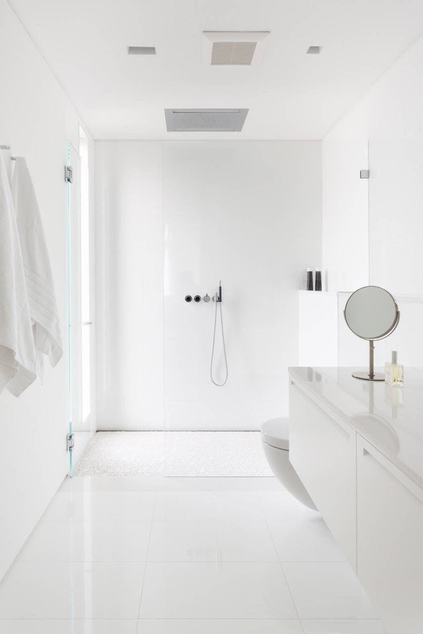 Modern Meets Luxe Super Chic Bathroom Remodeling Inspiration Minimalist Bathroom All White Bathroom Chic Bathrooms