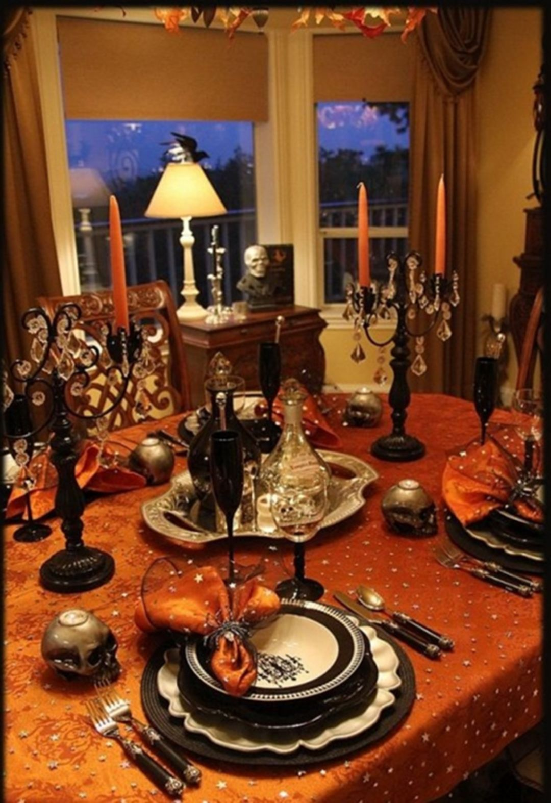 Epic 25 Amazing Halloween Decorations For Your Home Https Bosidolot Com 2018 10 23 25 Amazing Hal Halloween Party Dinner Halloween Table Halloween Tablescape