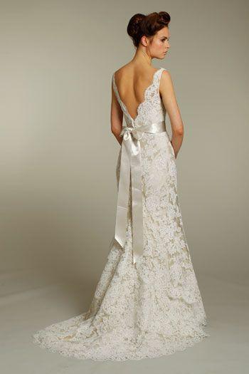 Alvina Valenta Alvina Valenta Alencon Size 6 Size 3 Wedding Dress ...