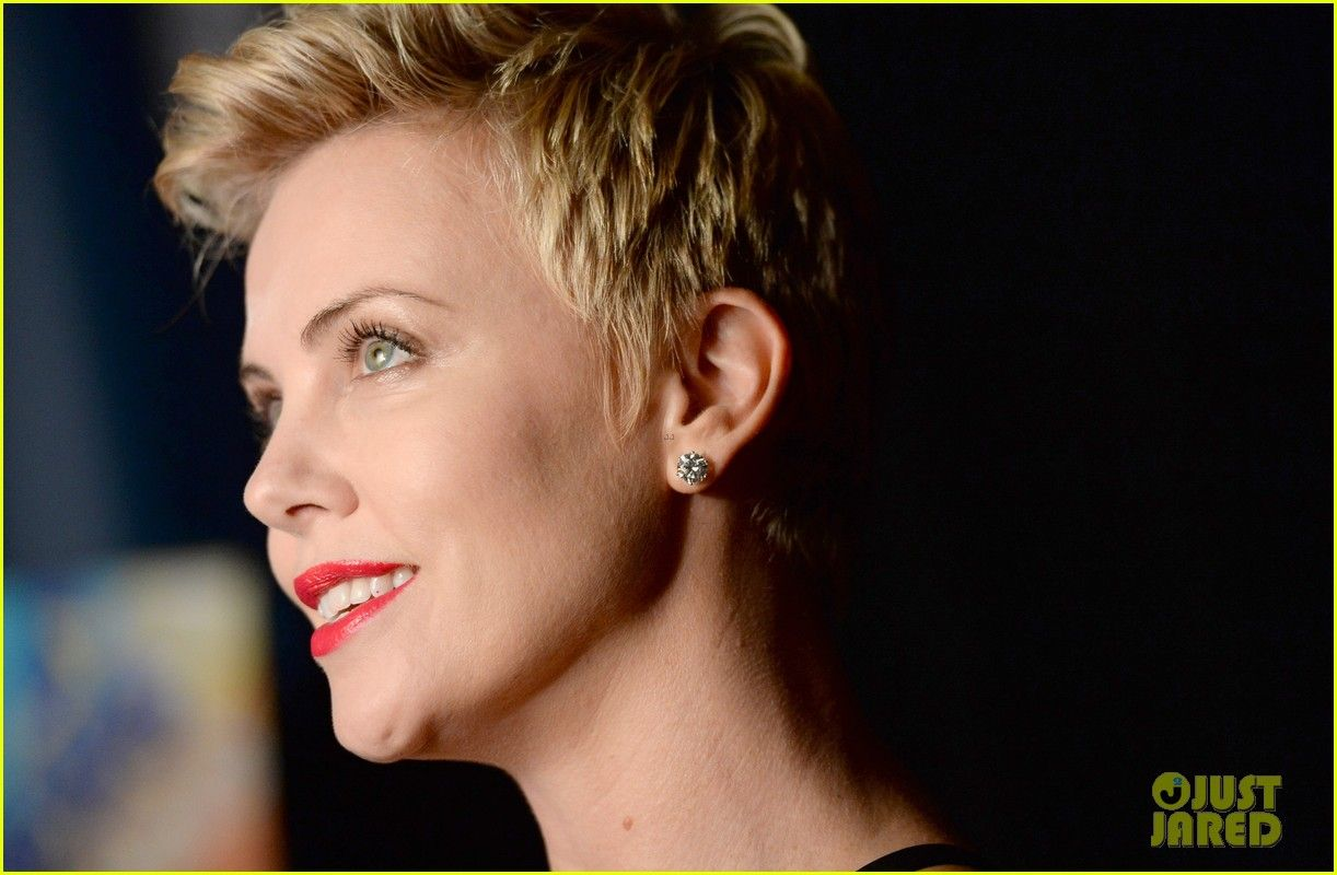 Charlize theron glaad media awards red carpet short hair