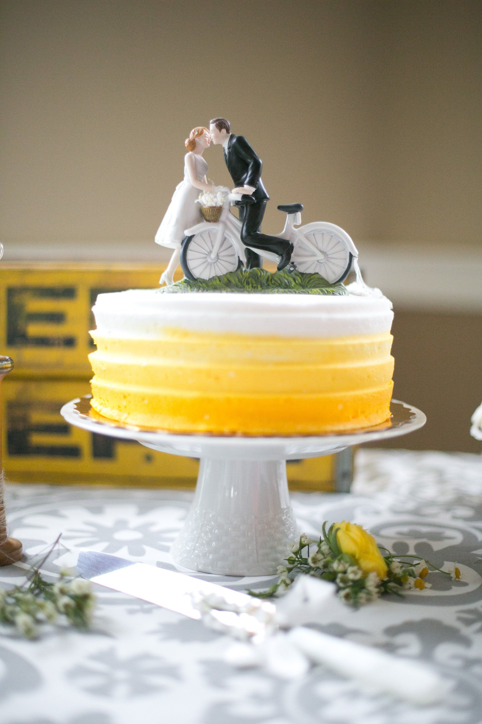 Yellow Ombre Wedding Cake | "|1920|2880|?|a574af89f648232ff5116d5e1fcff175|False|UNLIKELY|0.34228235483169556