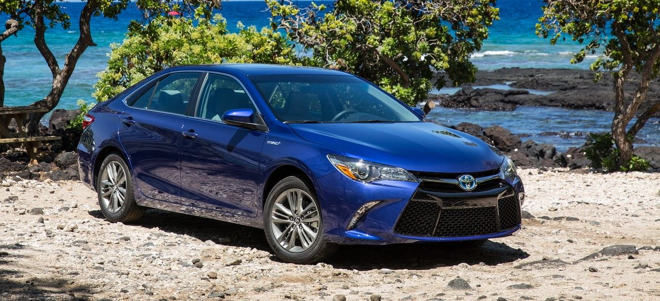 2019 toyota camry se rumor and spy photos