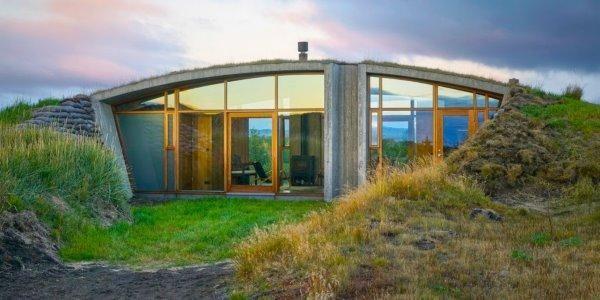 La casa col tetto verde che si ispira alla tradizione dei ...