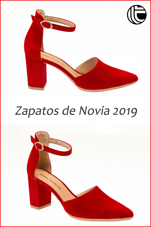 2564a344d Zapato de novia en color rojo de la firma Angel Alarcón. Salón abierto en  los