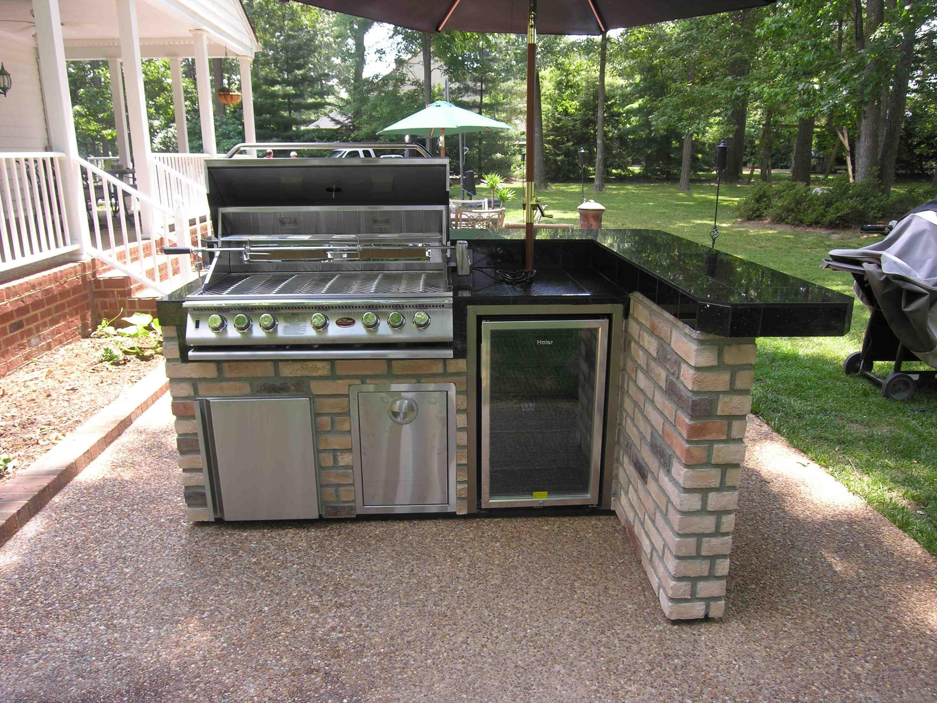 Modern Outdoor Kitchen With Pergola Umbrella Canopy Black Tiles