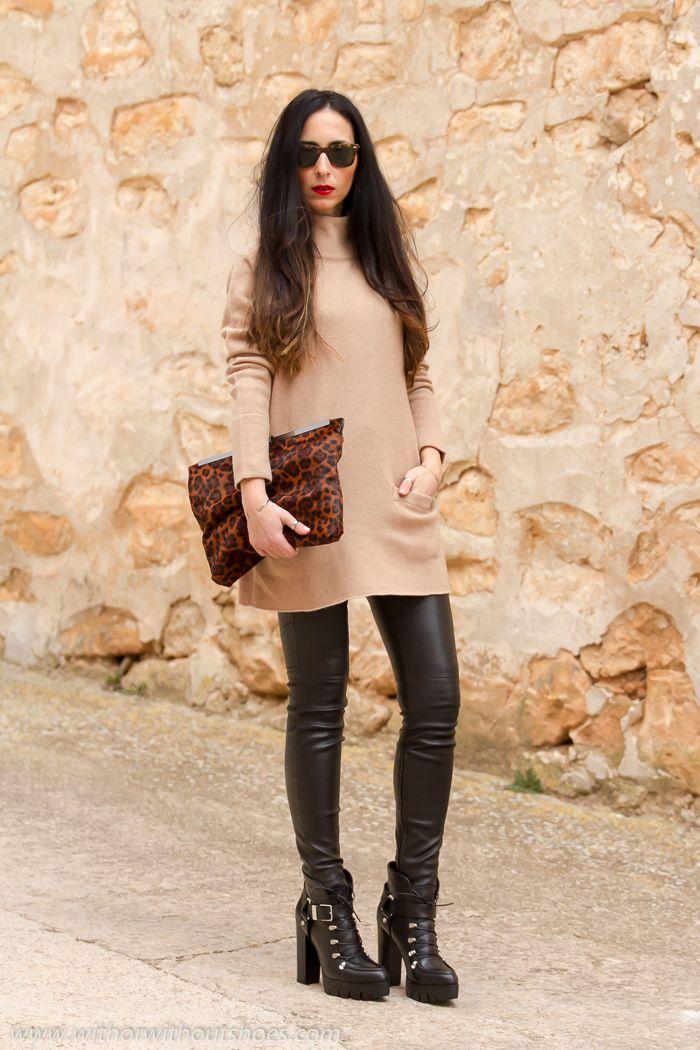 Look con con pantalones #leggings de cuero negros #Muubaa y Botines track de #Zara