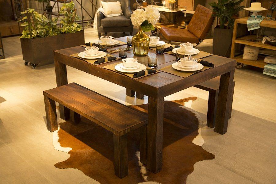 Vélez Home, mobiliario de cuero con memoria. Mesa y sillas de ...
