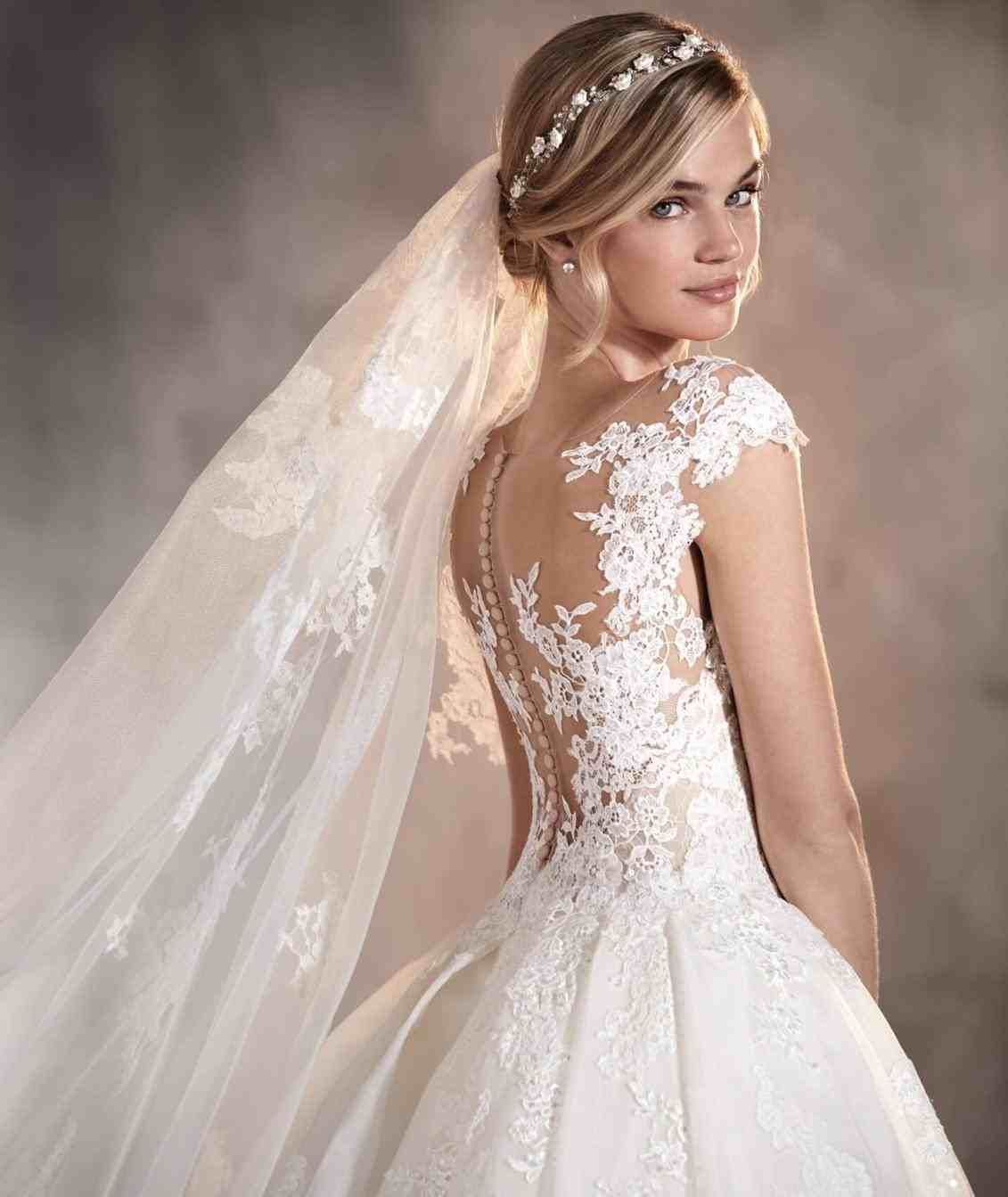 Suggested Sites Hint Wedbridal Site Clean Commerce Immediately This Instant Used Online Online Store Very Cheap Quality Online Sales Pronovias Wedding Dress Wedding Dresses Wedding Dress Necklines