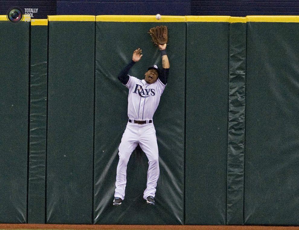 Tampa Bay Rays center fielder Jennings slams into the wall