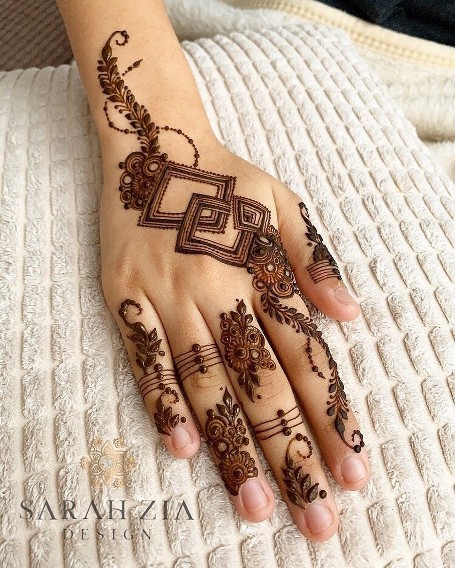 Square Top Henna Mehndi Designs Mehndi Creation Mehndi Art Designs Henna Tattoo Designs Simple Floral Henna Designs