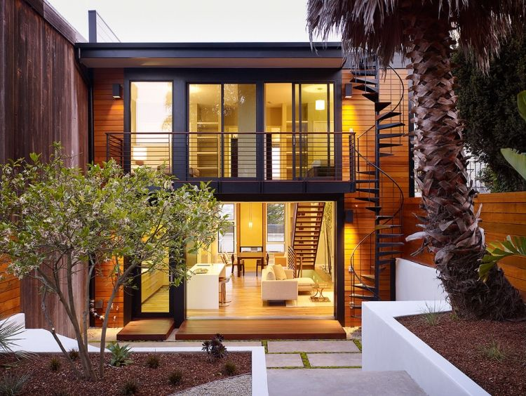 Balkongeländer Ideen balkongeländer ideen metall schwarz kontrast holzfassade steph