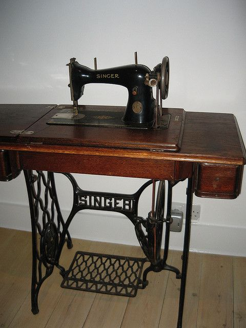 Antique Sewing Machine Table Value : antique, sewing, machine, table, value, Singer, Tradition, Sewing, Machine, Review, Machine,, Reviews,, Machines