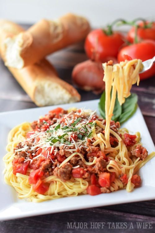 Italian Sausage Spaghetti Marinara Sauce ~ this meal is done and on the table in less than 30 minutes | majorhofftakesawife.com