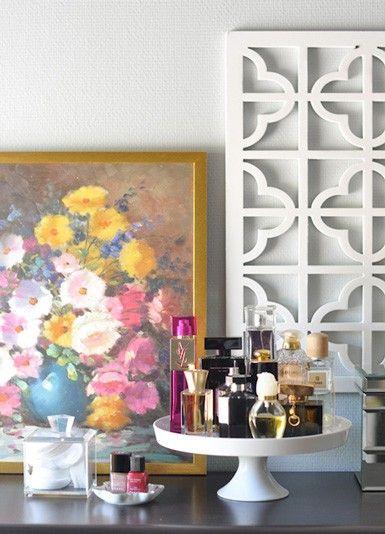 Organize perfumes on a cake tray.