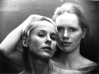 """Persona, Bergman.   Bibi Andersson (Alma) y Liv Ullmann (Elisabeth Vogler). Alma (a Elisabeth, la actriz): """"Tú podrías ser yo en un instante""""."""