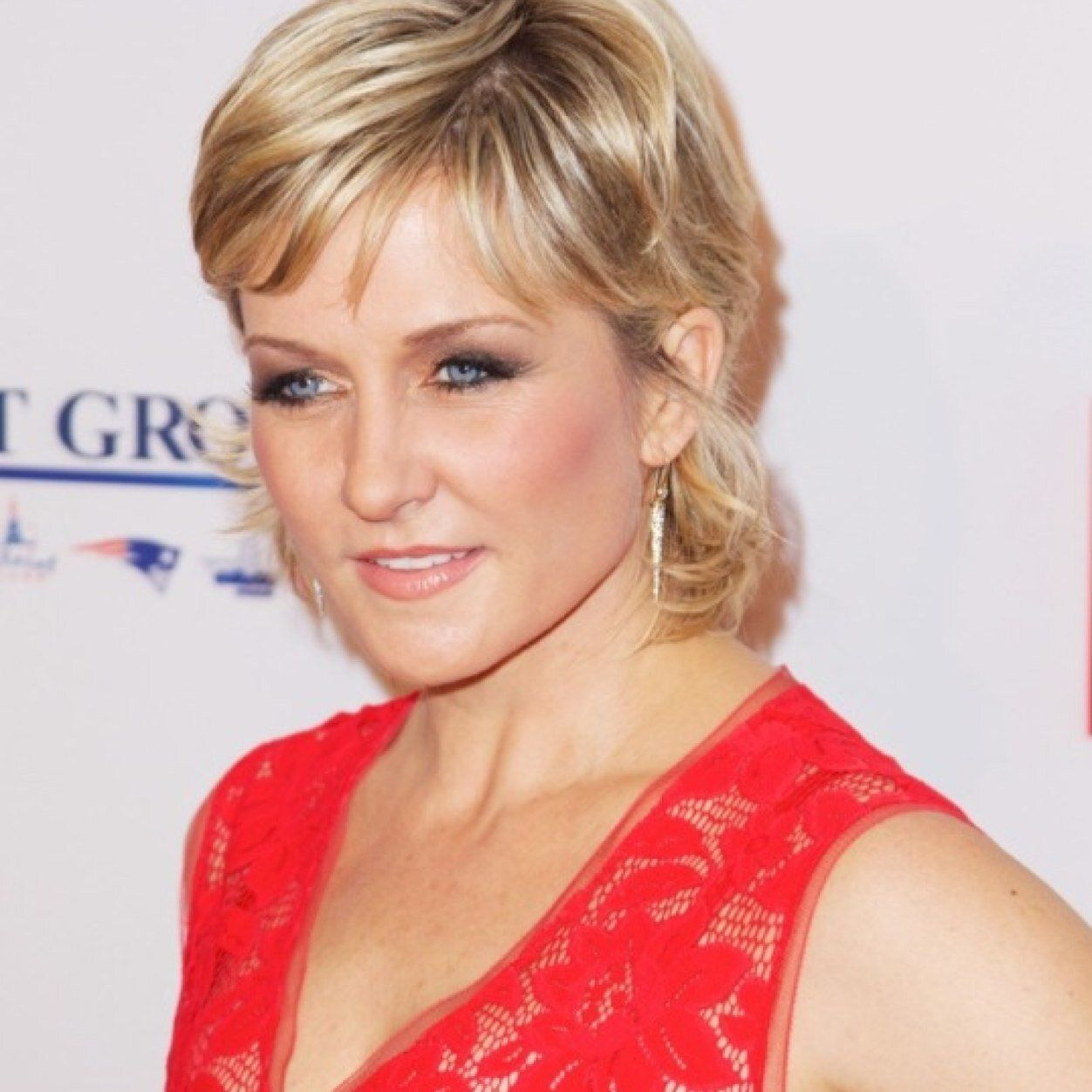 Amy Carlson Blue Bloods Hairstyle 5