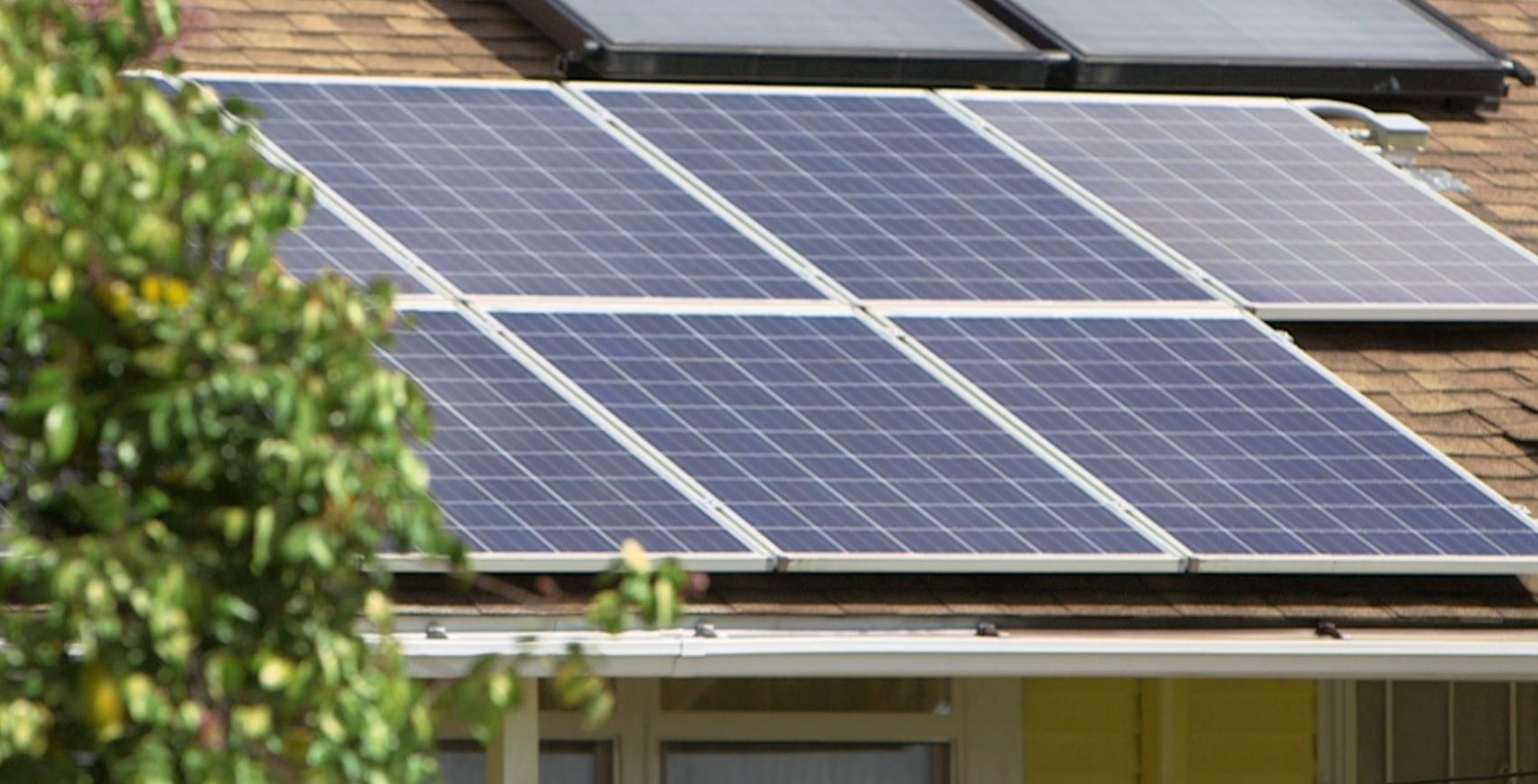 Switched On Rooftop Solar Is On The Move Again In Hawaii But For How Long Solar Panels Solar Energy Industry