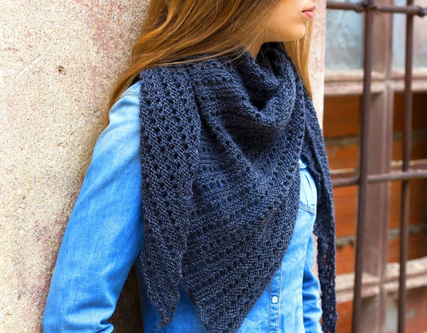 Photo of Lightweight shoulder scarf in lace pattern – free knitting instructions