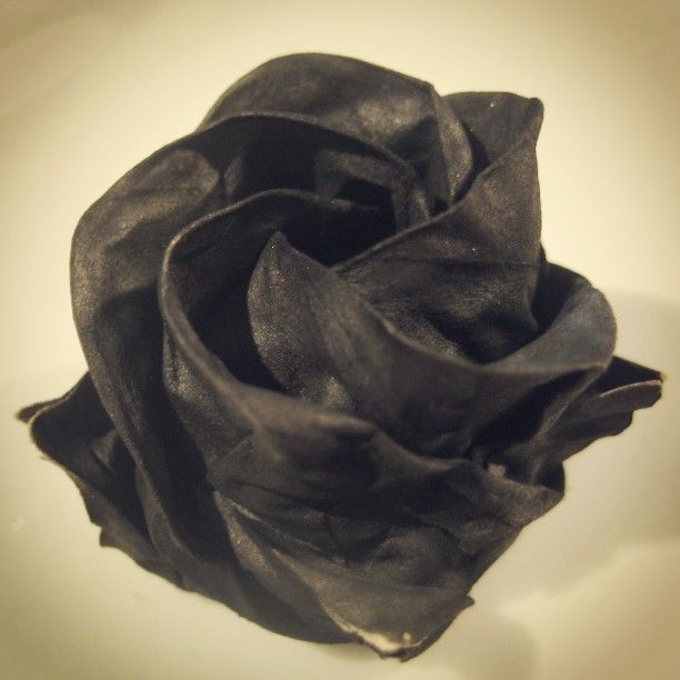 We know Lane's favorite flowers will never be roses in the LANE CHANGES SAGA!   Black Pentagon Rose designed by Sato Naomiki #origami #rose